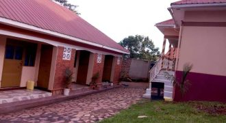 Full house and rentals for sale in Nansana just after cheap hardware across the market